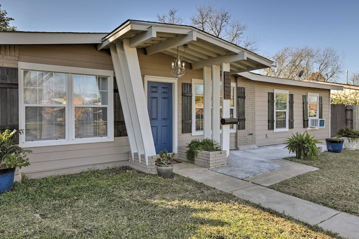 Remodeled Home 14 Mins from Downtown San Antonio!