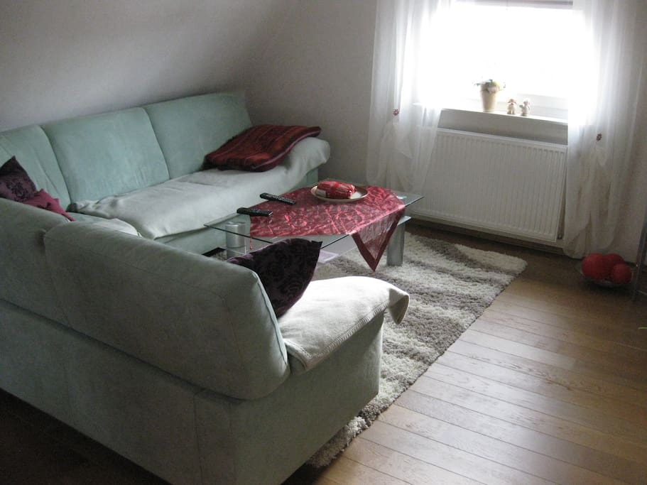 Sitzecke mit TV im Aufenthaltsraum