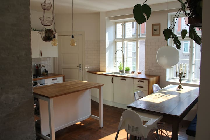 The backdoor to the courtyard is located in the kitchen. There you will find the recycle area and outdoor space. Dishwasher next to the sink