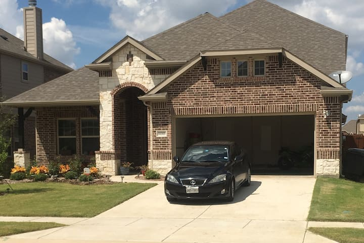 Brand New Home In Gated Community Near The Lake - Frisco