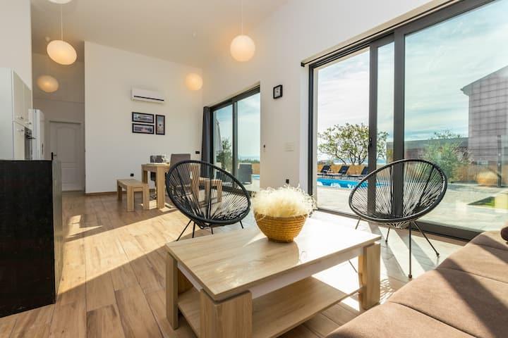Villa with private pool, sea view, BBQ