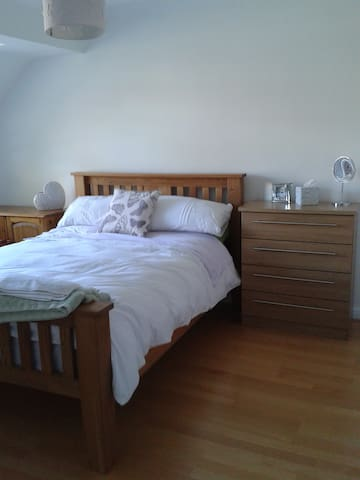 Tadley.  Peaceful location. Bed & Breakfast.