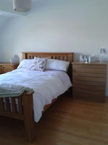 Tadley.  Peaceful location. Bed & Breakfast.