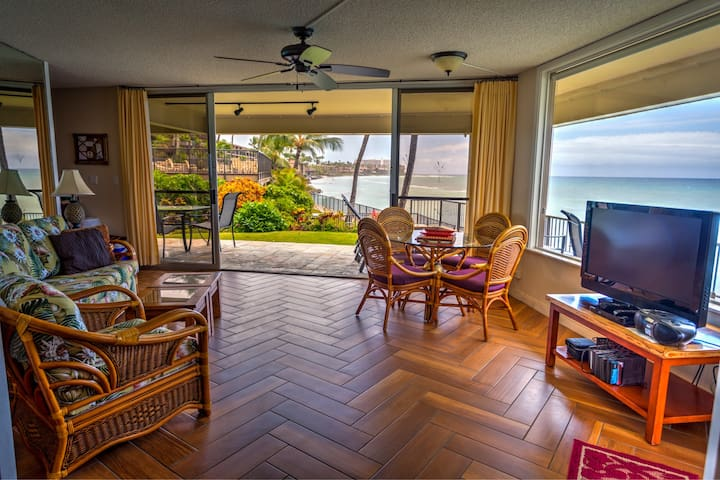 MAUI OCEANFRONT 2 BEDROOM CONDO, FRESH  RENOVATION - Lahaina - Daire