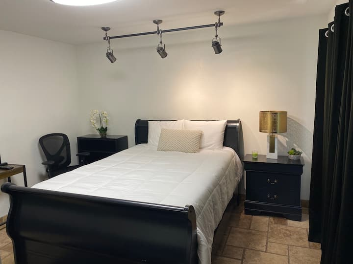 Great Deal! Gorgeous Private Bedroom & Bathroom
