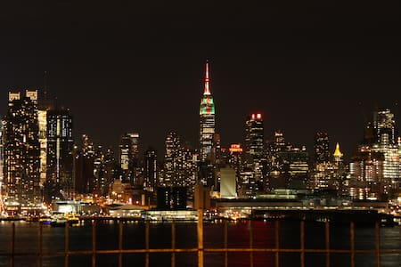 STUNNING 2BR PENTHOUSE VIEWS - 10 MINS to TIMES SQ - Weehawken