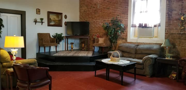 Your home away from home & cozy getaway! Sleeps 14