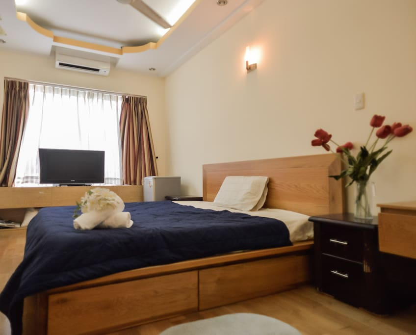 The room has an air-con and cozy space with clear daylight.