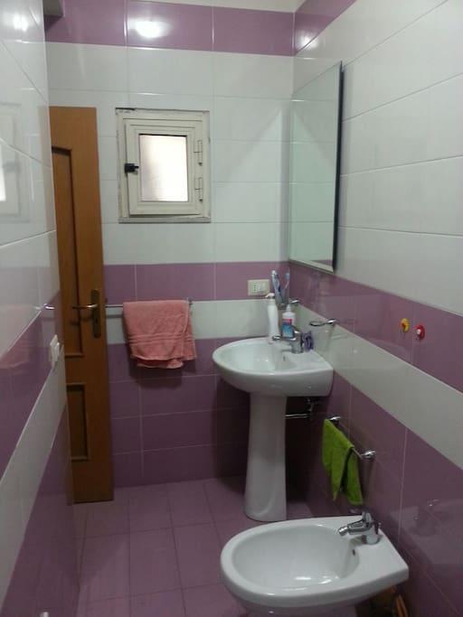 Bagno dotato di cabina doccia