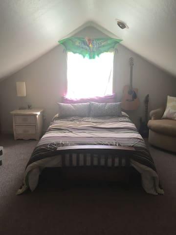 Cozy Loft Bedroom/Musician Studio - San Jose - Hus