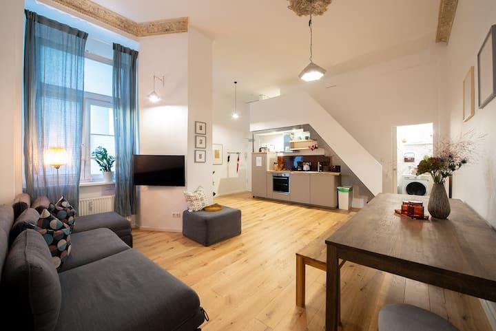 Urban Retreat I High Ceiling Apt Friedrichshain