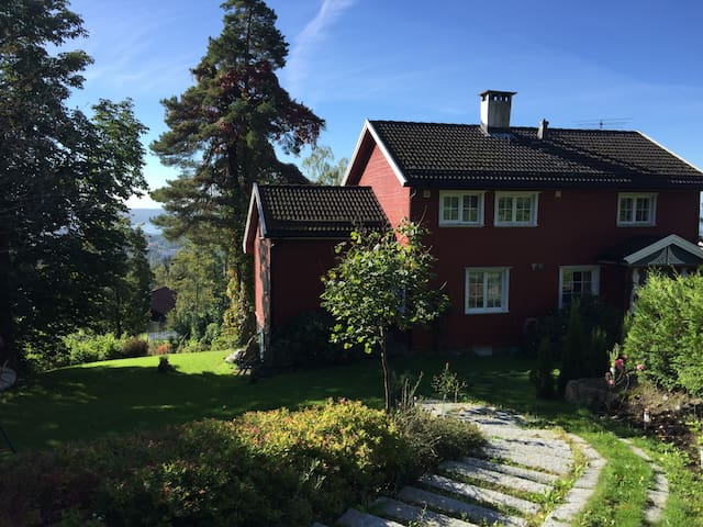 Charming home near Holmenkollen ski jump - Oslo - Apartment