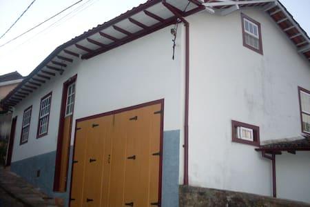 Casa Trem Bom - Adentre as Minas de Ouro Preto - Ouro Preto
