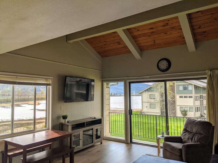 Downtown Sandpoint Waterfront Condo (with Pools)