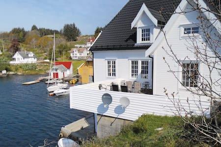 4 Bedrooms Apts in Steinsland - Steinsland
