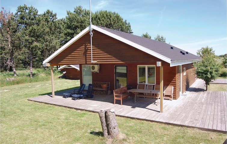 Holiday cottage with 3 bedrooms on 96m² in Rødby