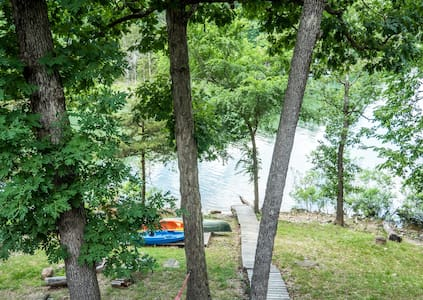 Charming Lakefront Cottage Beaver Lake