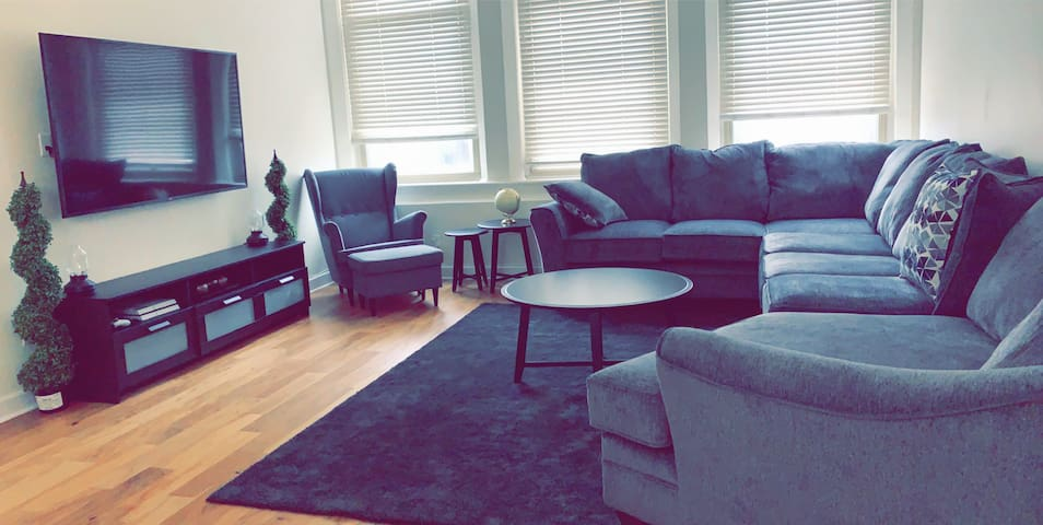 Entire Condo + Downtown Indy + Near Attractions