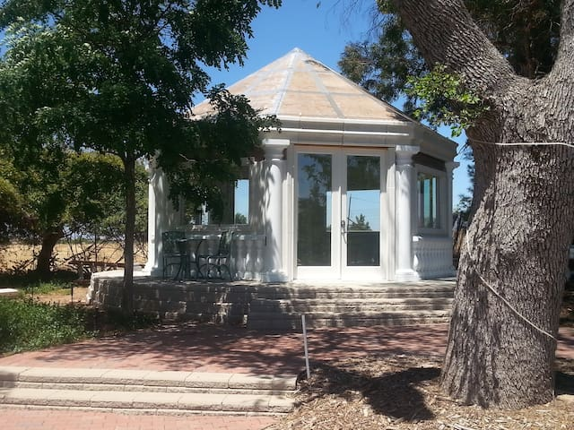 Yoga Meditation sound healing Pavilon
