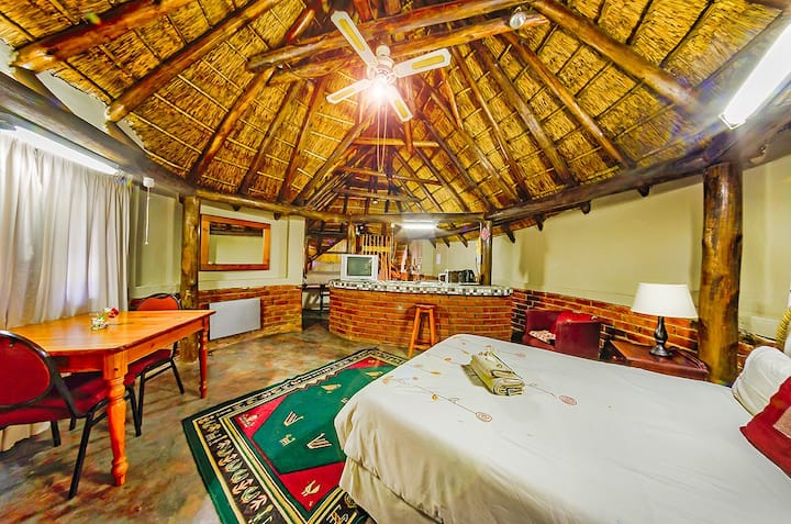 Fairytale Thatch Cottage in the Heart of Pretoria