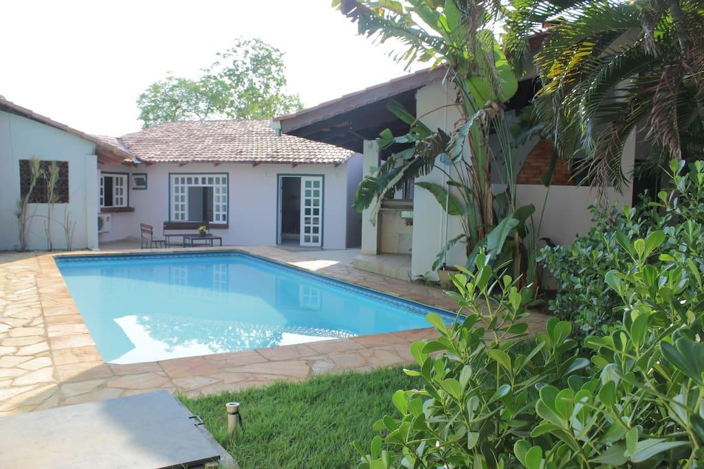 Vista da piscina e da Casa 02