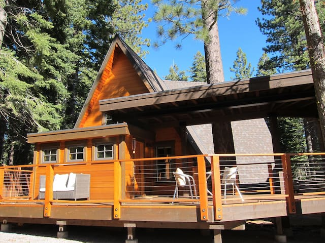 Sweet Mountain Cabin - 3 Bedroom + Loft - Big Deck - Tahoe City