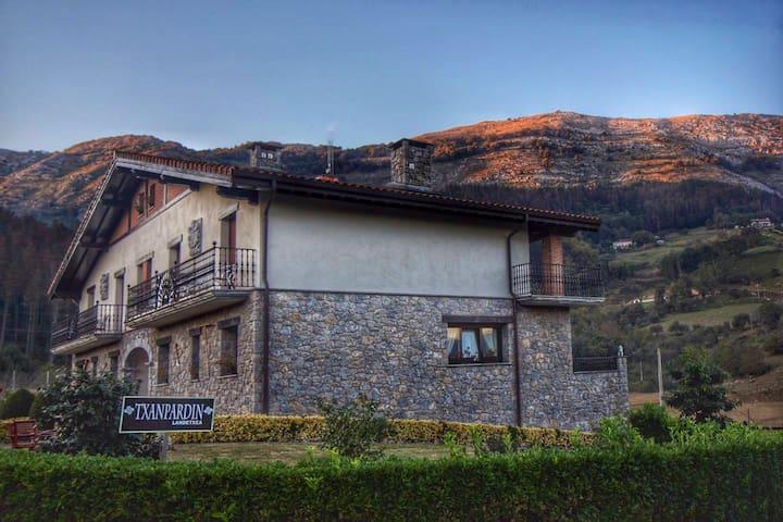 Casa Rural estilo Caserio cerca de San Sebatián.