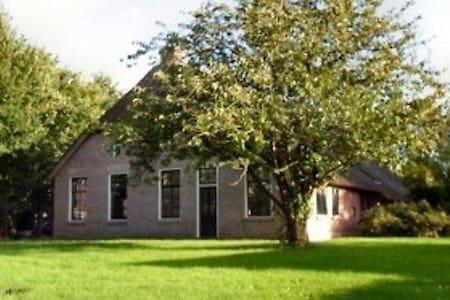 Cottage at nature reservation  park near Giethoorn