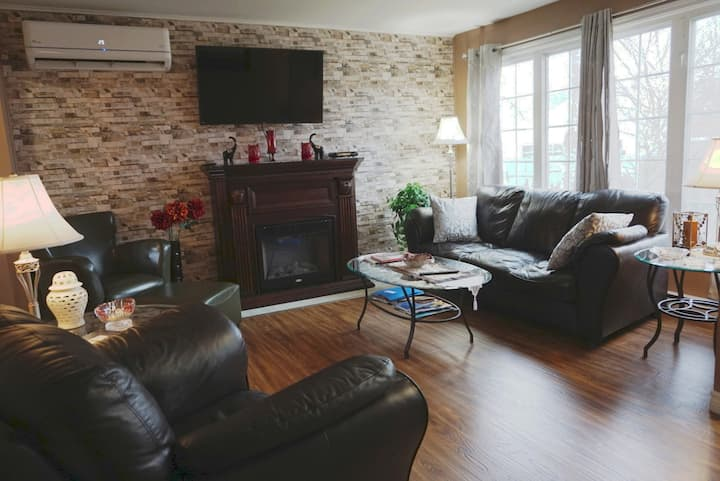 Mapleplace 3 Bedroom new reno with a/c