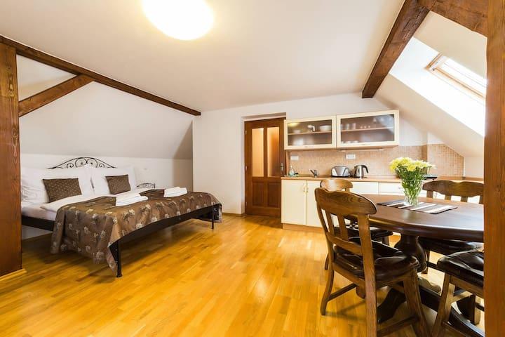 Třílůžkový apartmán v podkroví
