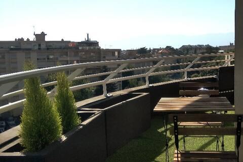 Moderne T2 en face Genève; Grand terrasse. Parking
