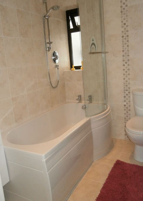 Private bathroom, Shower and bath