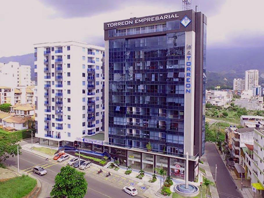 Apartamento dentro de la Torre Empresarial con suministro de energía garantizado / Energy supply guaranteed.