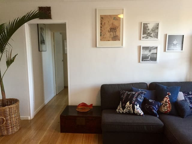 Tram, cycle, walk anywhere from this awesome pad!! - Carlton North