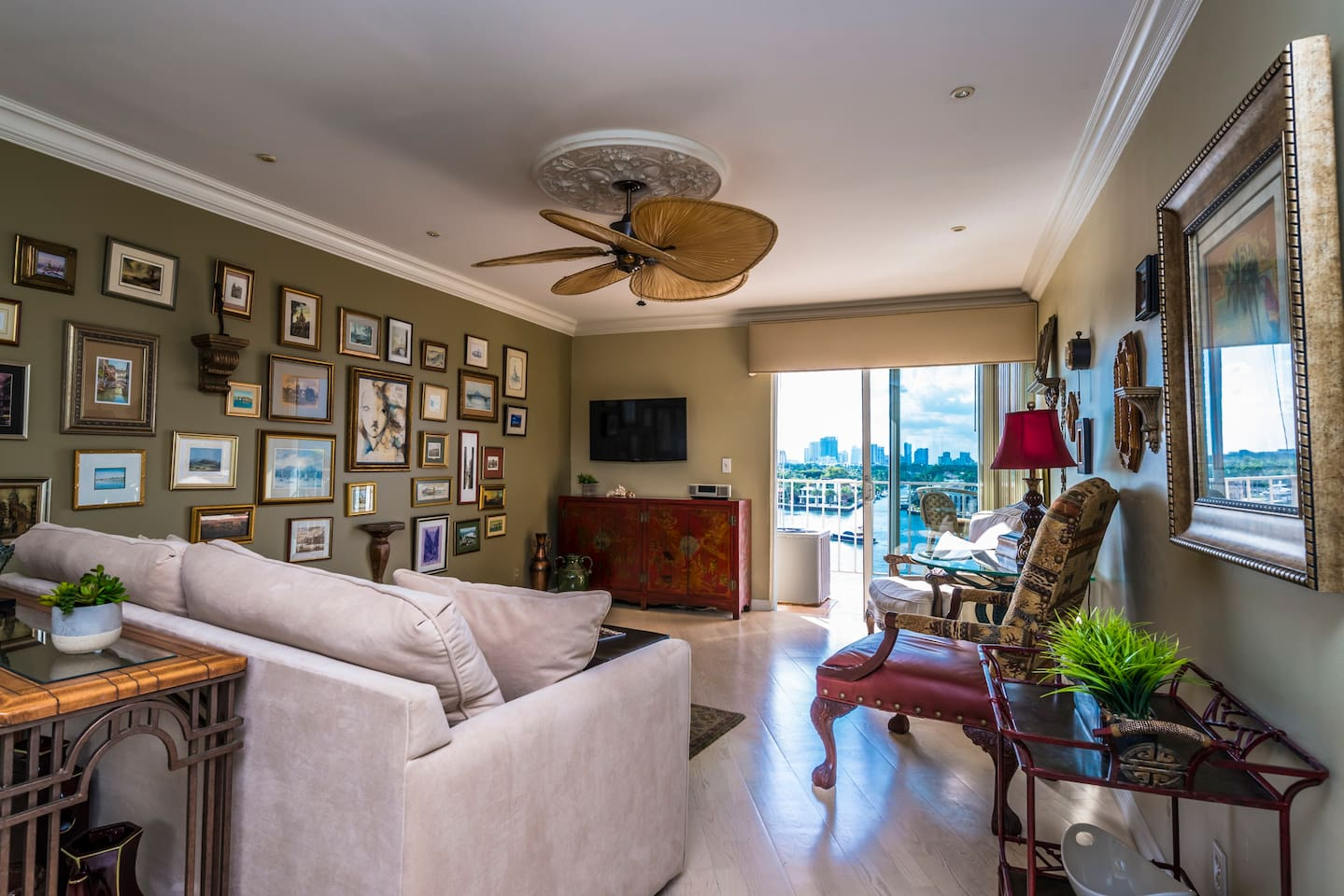 Living room with balcony and direct views of th ewaterway and downtown fort Lauderdale!