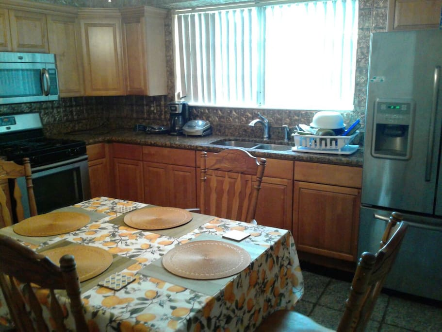 Nice kitchen with a gas stove, Refrigerator, Microwave and utensils. So that you don't have to go out and eat every night