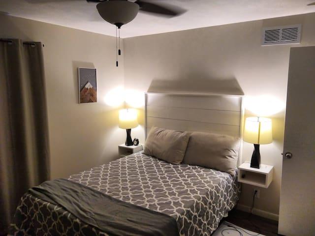 Bedroom 1 main floor (queen)