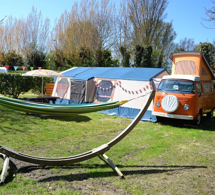 The VW-bus has a fixed, spacious pitch (with hammock and picnic table!) on Campingpark Ons Buiten