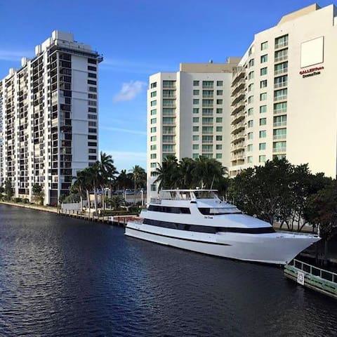 Oceanview- 11th floor- Free parking -Walk to beach - ฟอร์ตลอเดอร์เดล - อพาร์ทเมนท์