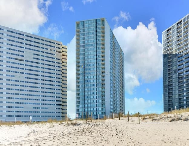 BEACH FRONT - The Quay-Beautiful & Spacious Condo!