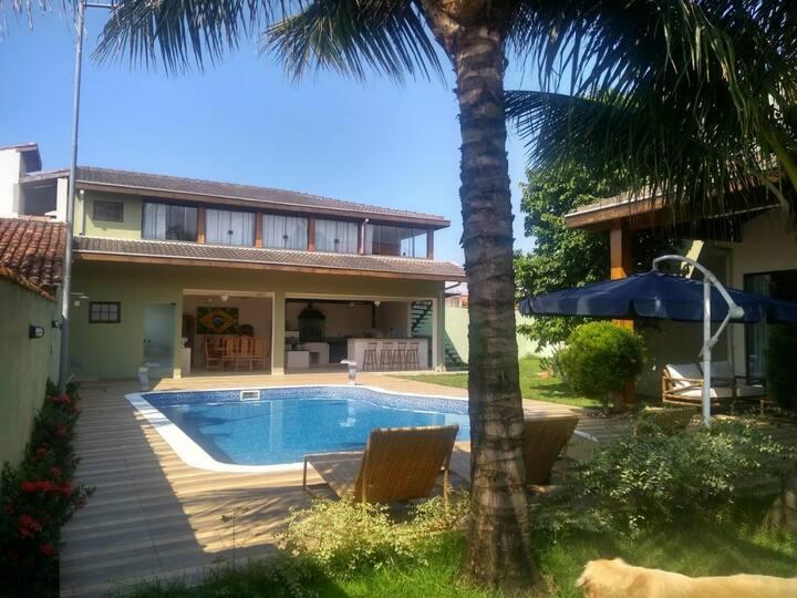 Maravilhosa casa com piscina em Caraguatatuba