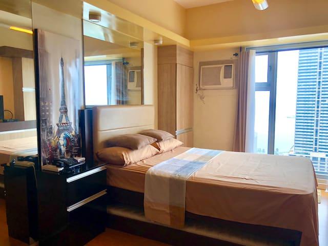 8 Adriatico Studio w/ Amazing Manila Bay View