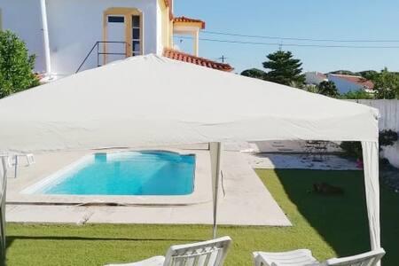 Apartamento c piscina, perto de praias na Arrábida