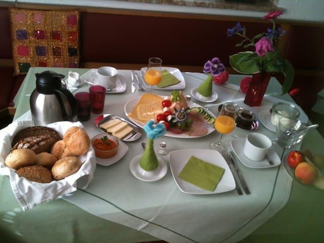 Ruhige Ferienwohnung im alten Winzerhaus - Dernau - Byt
