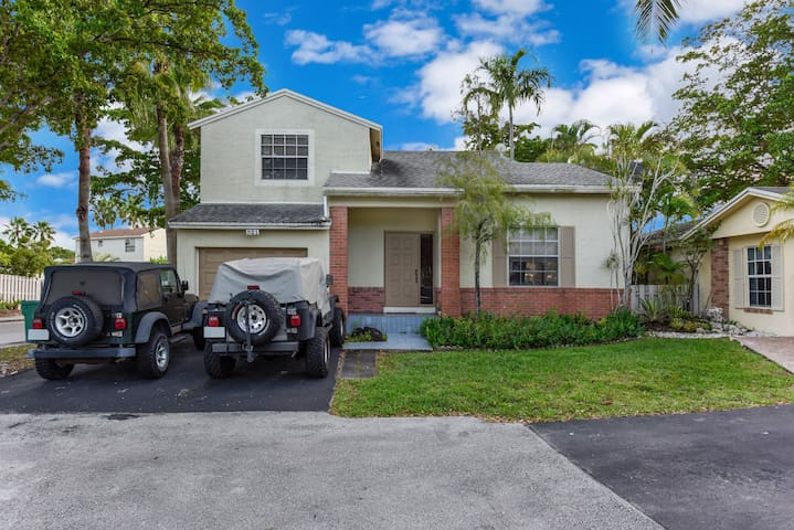 Nice space close to the Sawgrass Mills Mall !!!