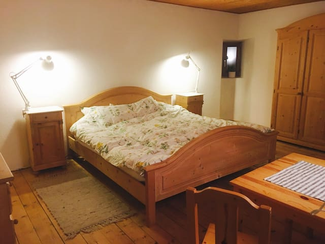 Big Double Room in typical house,10 km from Lugano - Bigorio