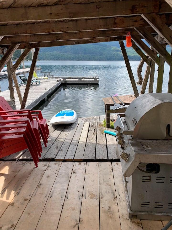 Relaxing waterfront getaway on Lake Cowichan, BC