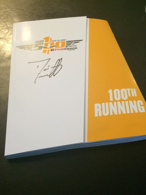 Complementary program with autograph of Dario Franchitti. This is our gift to you!