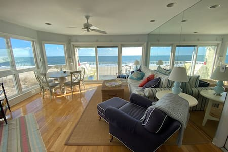 Direct Oceanfront Condo with Expansive Ocean Views