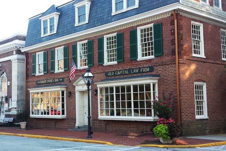 Historic David Finney Inn Apt. 2 - New Castle, DE